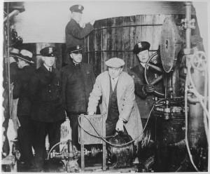 polizei findet Maschinen zur Alkoholherstellung